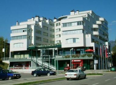 Stanovanjsko poslovni objekt SVETILNIK